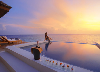 SunsetWaterSuite_Exterior_Sunset_withGirl