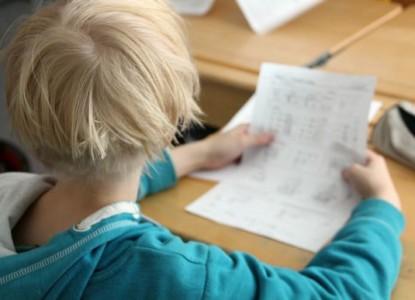 Oppilas koe koulu ala-aste alakoulu poika opiskelu